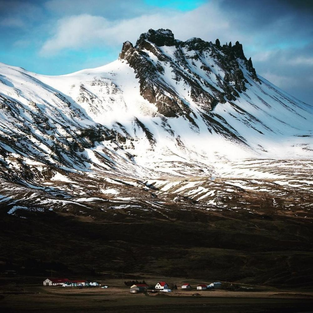 Iceland : Village in the mountains