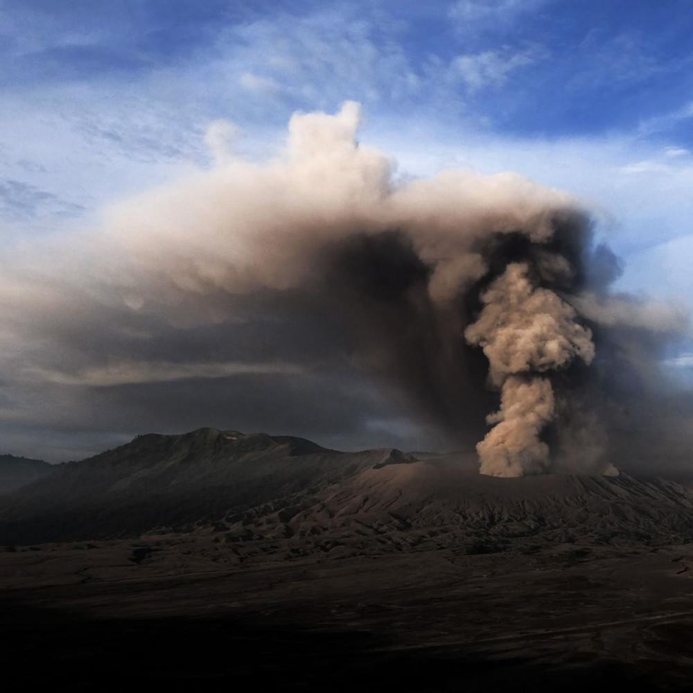 Indonésie : volcan Bromo en éruption